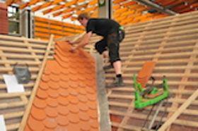 Seit 1. August 2016: Neue Ausbildungsordnung für Dachdeckerinnen und Dachdecker
