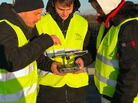Jugenbotschafter Leon und Eric bei der Drohnenschulung