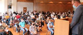 Start der Meisterausbildung im Mayener BBZ: BBZ-Geschäftsführer Rolf Fuhrmann begrüßte 105 Teilnehmer:innen bei der Eröffnungsfeier. Bild: DDH/Messer